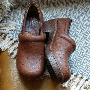 b o c Brown Clogs